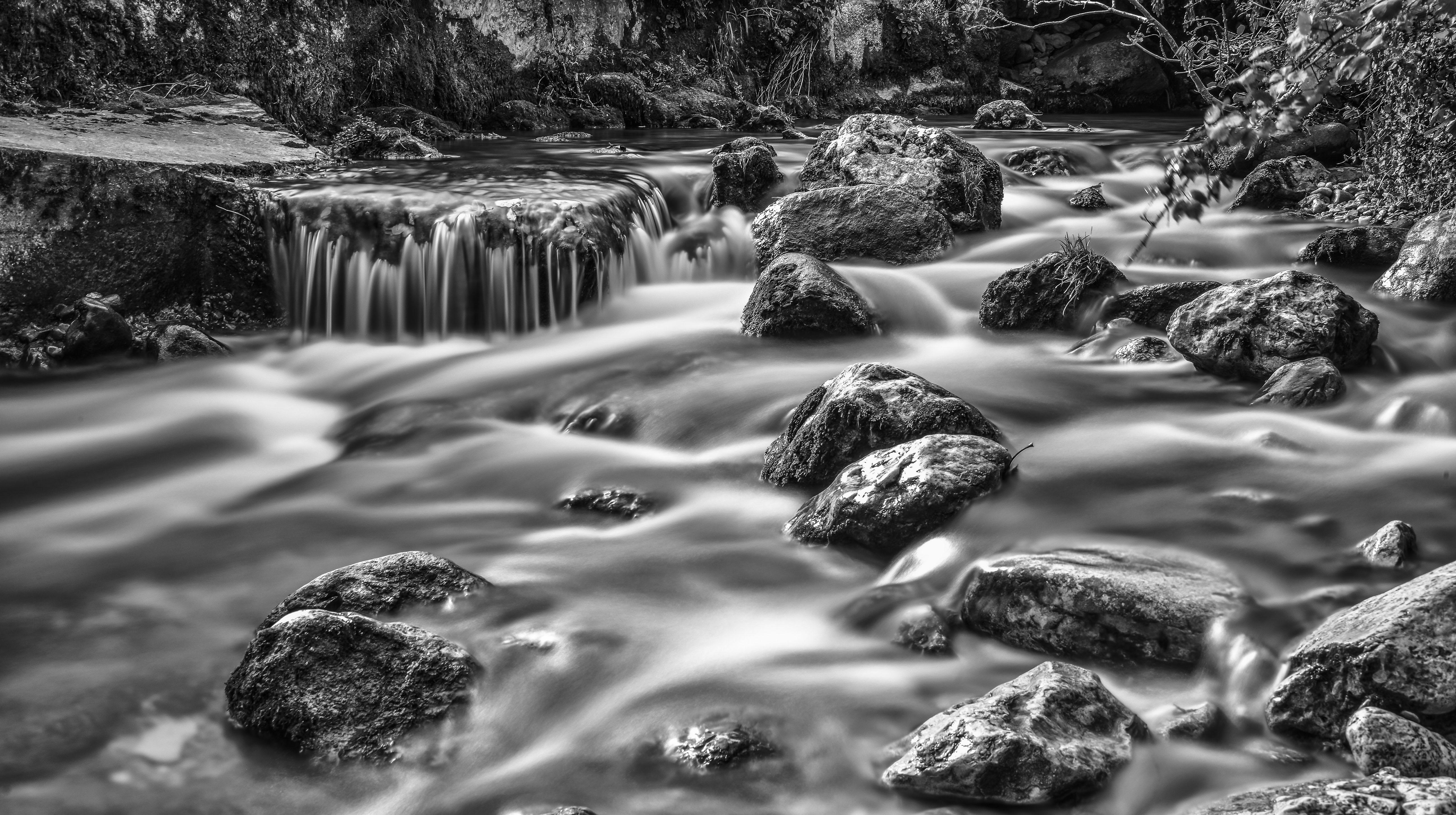 Longues poses photographique les pieds dans l'eau de L'Arnon